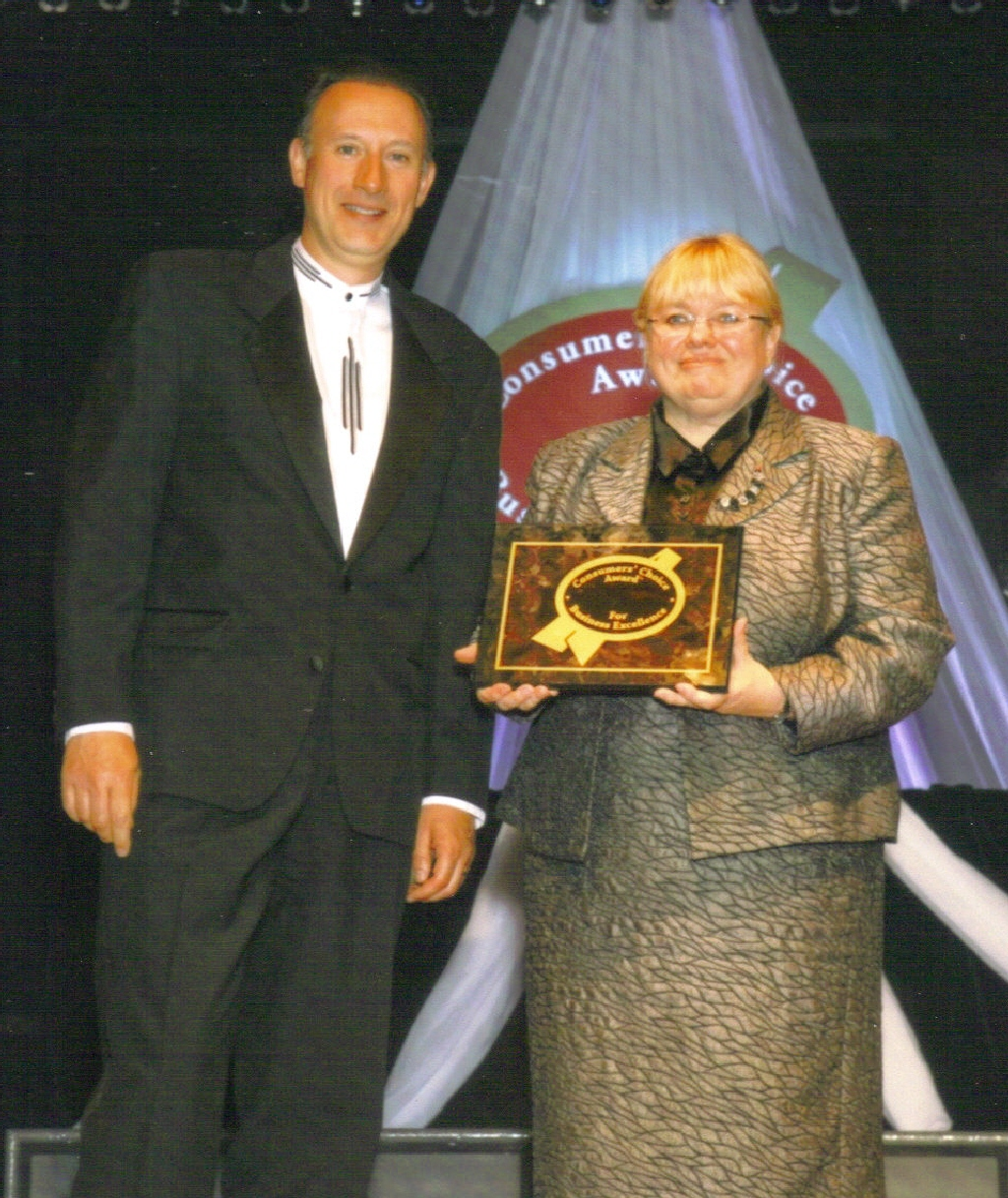 Dr. McKenzie accepts the Consumers Choice Award 2008